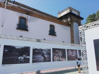 Exposição dos ensaios premiados na Praça da Matriz.