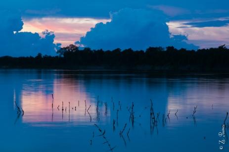 Pôr-do-sol no Rio Javaés.