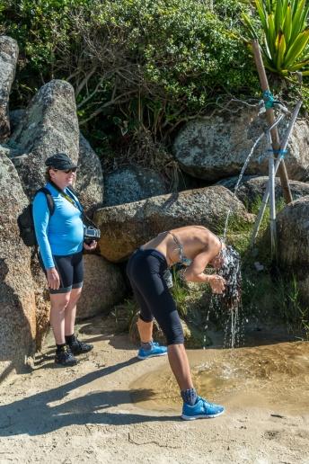 Um banho refrescante na Praia da Galheta, foto de Ze Paiva - Vista Imagens