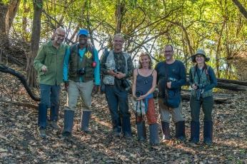 Grupo de expedicionários na Lagoa de Dentro.