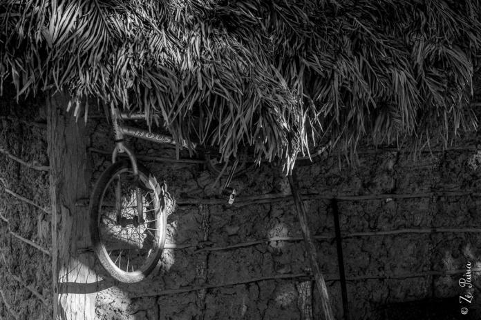 """Aldeia indígena """"Boto Velho"""" da etnia javaé, Lagoa da Confusão, Tocantins - foto de Zé Paiva"""